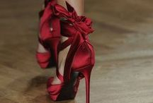 Shoes and Bags I love / by Luiza De Resende Braga