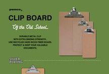 Klembord / Old school klembord (clipboard), gemaakt van gerecycled hard hout en voorzien van een mooie klem. De metalen klemmen zijn mooi groot en voorzien van een ruim oog waardoor deze goed en eenvoudig op te hangen is. Bewaar documenten, gebruik 'm in de keuken of klem er een mooie foto of kaart in. De clipboards van Penco zijn echte old school producten. Penco is een Japanse onderneming die kwalitatief hoogwaardige stationary maakt.