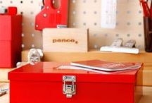 Penco / Old school klembord (clipboard), gemaakt van gerecycled hard hout en voorzien van een mooie klem. De metalen klemmen zijn mooi groot en voorzien van een ruim oog waardoor deze goed en eenvoudig op te hangen is. Bewaar documenten, gebruik 'm in de keuken of klem er een mooie foto of kaart in. De clipboards van Penco zijn echte old school producten. Penco is een Japanse onderneming die kwalitatief hoogwaardige stationary maakt. #Penco #Clipboard #Klembord #Stationary #Clampy