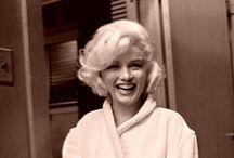Marilyn Monroe / Tão leve quanto purpurina, tão frágil quanto a chama de uma vela.