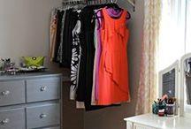 Armários Alternativos / Closets abertos que podem facilitar muito na decoração e organização.