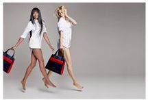 Naomi Campbell i Claudia Schiffer / Tommy Hilfiger stworzył limitowaną edycję torebek, które mają promować akcję walki z rakiem piersi. Szczytny cel, światowe ikony modelingu – zobaczcie sami.   Sprawdźcie też buty i akcesoria marki Tommy Hilfiger w naszym sklepie.