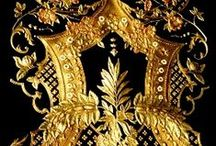 Gyllenlær - Gilt Leather / Examples of gilt leather objects and inspiration for new projects
