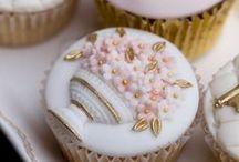 cupcakes / by Adriana Boaventura