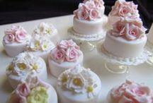 MINI CAKES:  fondant decorations
