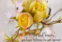 Citate pe blog - Friday Flowers & Qoutes / In fiecare zi de vineri postez citate inspirationale si fotografii cu flori  Enjoy! :)