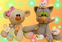 crochet amigurumi doudou deco autres / by Titia Chsls