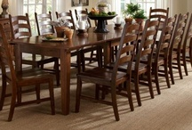 Christmas Dining & Decor / Dining sets that are perfect for when the whole family visits for the holidays! Plus beautiful holiday decor and tablescape ideas.