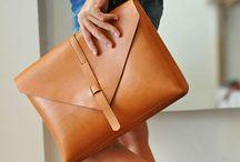 Bolsas&Carteiras❤️ / Não pode faltar uma linda bolsa / by Claudia Souza