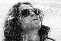 Ninguém sai vivo daqui - biografia Jim Morrison / Cantor, filósofo, poeta, delinquente e fundador do The Doors. Sim, esse era Jim Morrison.