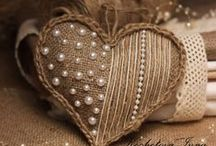 •●• Decorating with Burlap •●• / Here are some great decorating ideas for using burlap. Enjoy!