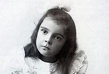 Abkhazi, Peggy / Peggy Abkhazi