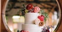 Wedding Cake / Floral finishes on wedding cakes #floralcakes #flowescakes
