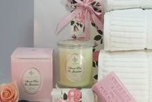 Gift Hampers for Women / Beutiful Luxurious Gift Hampers for all women.