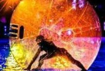 Soul Water Ball Performance / Performance artistica tra Corpo e Acqua. La leggerezza del corpo e dell'acqua che convivono fino a determinare l'assoluto. Le evoluzioni sferiche mescolate alla pura ed elegante contorsione dinamica del corpo donano nell'immediato la metafora magica della leggerezza e della forza. Da sempre si sa, l'acqua é sinonimo di Forza, Traino, Continuitá, Flusso, Energia. Vita. Il corpo si lascia andare a tutto questo, dando vita alla Magia necessaria a creare il fascino alchemico tra fluido e materia. Adatto ad ogni tipo di pubblico, adulti e bambini, Soul Water Ball e' una performance che accende l'incanto negli occhi di chi guarda e ascolta. Richiestissimo per eventi, cerimonie di ogni genere, animazione. Per info e contatti : Antonia Pacelli Mail - antoniapacelli@hotmail.it FACEBOOK / Profilo artistico : Antonia Pacelli