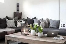 Livingroom / Grey, black and white decoration with some wooden details. Scandinavian interior.
