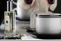 Earl Grey & Cucumber (Jo Malone) / Jo Malone introduces the new limited edition of fragrance in collaboration with famous perfumer Christine Nagel, inspired by various kinds of tea and their extra flavors. In accordance with the British tradition of daily tea ritual, five fragrances that correspond to five different tea flavors are presented. Earl Grey and Cucumber is a playful interpretation of the most famous English tea brand, made from black tea, bergamot and citruses.