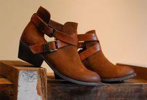 {Shoes} / by Carolina Perez Molina