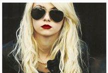 Taylor Momsen / Somebody mixed my medicine