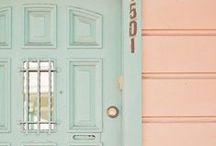 Portas e suas Cores / Referências de combinações de cores com imagens de portas.