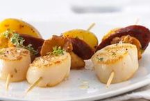 Brochettes de poisson, crustacés, fruits de mer, à la Plancha