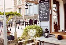 """Resto-Bar-Bistrot """"Les Charmettes"""" / Bienvenue aux Charmettes resto-bar-bistrot décontracté, avec un esprit """"comme à la maison"""", situé sur la digue et devant la plage du Sillon"""