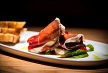 Food & Tapas /  The chef wanted to realize a simple concept: authentic Spanish dishes based on original recipes, from the best and freshest ingredients available, without compromise.