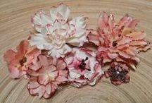 Sugallatok papír virágok