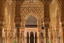 """Art Islamique / """" L'expression arts de l'Islam (ou art islamique) s'applique à la production artistique ayant eu lieu depuis l'hégire (622 de l'ère chrétienne) jusqu'au xixe siècle dans un territoire s'étendant de l'Espagne jusqu'à l'Inde et habité par des populations de culture islamique.../..."""" http://fr.wikipedia.org/wiki/Arts_de_l'Islam"""