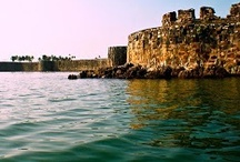 Sindhudurg Fort / The incredible Sindhudurg fort is the pride of Malvan and entire Konkan. The fort is located near Malvan beach, just one kilometer from Malvan city on a rocky island called Kurte.