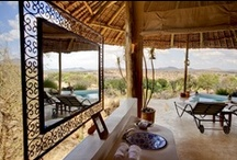 Sasaab / Sasaab's design is based on strong Moroccan principles, in which African heat is a central consideration. Each room is over 100m² in area allowing for enormous open air bathrooms and huge comfortable beds. Couple this with expansive views and a cooling plunge pool, and you have the perfect formula.