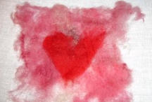 Hearts / Det finns 43 hjärtan i den hemliga samlingen. Ett för varje pojkvän. Det började redan på dagis och det 43:e är Pontus. Mannen som hon lämnar i Stockholm för att hon vet att hon bara måste. #Fotografen