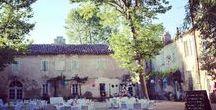 DECORATION DE MARIAGE CHAMPETRE FLUO / La décoration d'un mariage sur le thème du vintage fluo dans le Sud de la France dans le Gard,