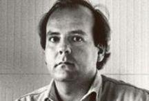 Claudio Tomei / Consegue la maturità d'Arte Applicata presso l'Istituto d'arte di Lucca e si diploma in Scultura nel 1983 presso l'Accademia di Belle Arti di Carrara; dal 1985 insegna Arte Applicata all'Istituto Statale d'Arte Stagio Stagi di Pietrasanta