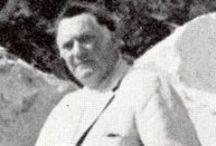 Henri Georges Adam / Nel 1918, dopo aver frequentato la scuola di orologeria, comincia a lavorare nello studio di suo padre orafo e gioielliere nel quartiere Marais a Parigi, dove impara così a cesellare e più tardi ad incidere