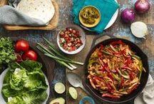 Mexican Classics / Tortillas gehören zu den Grundnahrungsmitteln in der mexikanischen Esskultur. Entdecke was man aus ihnen machen kann und finde tolle Ideen für leckere Faijtas, Burritos, Quesadillas und Enchiladas.
