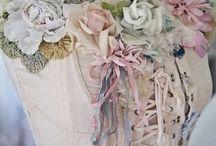 """CORSETS / Alles op gebied van mode heeft mijn interesse en dan ook met name """"vintage"""" kleding en corsetten."""