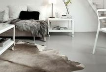 HIDES NOT MADE FOR HIDING / Cowhides on the floor give a natural and robust look. No animal - and therefore no hide - is the same. The same applies to interiors!