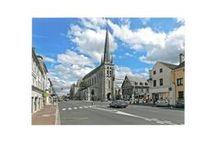 Eglise Saint Jean-Baptiste / Elle est fondée en 1170 par Gautier 1er. Trois styles architecturaux cohabitent ; roman, gothique et renaissance