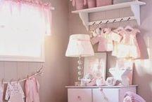 Detská izba / Izbička, izba. Veľká či malá. Dievčenská alebo pre chlapcov. Svetlá - tmavá. Izba, v ktorej sa rado vstáva, hrá, učí či sníva.