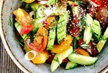 The Ultimate Rainbow Salad Recipe Collection / A board dedicated to vegetarian rainbow salad recipes. If you want to eat colourfully and get a healthy dose of veggie-friendly superfoods, you've found the right board!