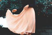 Ladylike! / Um estilo ultra feminino e romântico com uma pegada meio vintage. Caracterizado pela cintura bem marcada, laços, babados, fitas e estampas florais delicadas.