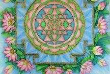 Mandalas / Mandalas; traditional and contemporary. I am addicted to mandala-ing!