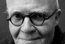 Wolf Erlbruch / Wolf Erlbruch, nacido en 1949 en Wuppertal, Alemania es un ilustrador y escritor de libros infantiles. Combina varias técnicas para el trabajo artístico de sus libros, incluyendo cortar y pegar, dibujar y pintar. Su estilo por momentos es surrealista y es ampliamente copiado tanto dentro como fuera de Alemania.  Ganó varios premios, tales como el Deutscher Jugendliteraturpreis en 1993 y 2003 y el premio Hans Christian Andersen Award para la categoría de ilustraciones en 2006.