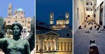 "let's travel to Syros / Η αρχόντισσα των Κυκλάδων - ""Η πόλη του Ερμή». Τα δυο στολίδια της Σύρου,η Άνω Σύρος, με την εκκλησία των καθολικών, και η Ερμούπολη, όπου δεσπόζει ο λόφος Δήλι, με την ορθόδοξη εκκλησία της Αναστάσεως."