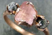 Quartz Ω / jewelry Crystals and Gems
