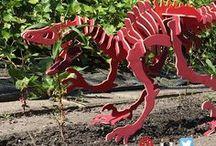 Dinosaurus knutselen / Knutsel samen met je kinderen een van de leukste 3D puzzels dino's voor in huis. Druk eerst de voorgezaagde onderdelen uit de bouwplaten met de stap voor stap handleiding, en zet deze in elkaar. Tover een waar bouwwerk zodat je altijd iets leuks hebt om te kijken. Verf je bouwpakket, maak een foto en stuur deze op naar hallo@100phout.nl. Bij elke inzending en review maak je kans op shoptegoed t.w.v. 15 euro!