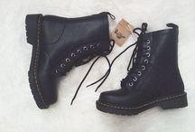 Chic shoes for lady's / Boots is niet meer voldoende, er komen steeds meer andere schoenen bij, behalve sneakers, want die hebben eigen bord.