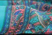 Foulard indien d'Inde / Tout sur les écharpes et les foulards en soie indienne d'inde, d'artisanat indien pour homme et femme. Une sélection rare, mode et tendance de foulard et écharpe fashion en matières naturelles telles que la laine, la soie sauvage ou naturelle pure ou encore la soie pure 100 % et biologique. Une sélection de foulard artisanaux issu de l'artisanat traditionnels. Foulards d'Inde, les plus belles matières , fibres et textiles au monde sont présentés chez Princesse foulard.com