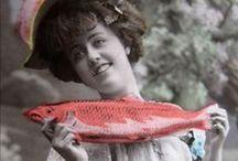 Poisson d'Avril Vintage ! / Des images amusantes de cette coutume aux premières années de la photographie.